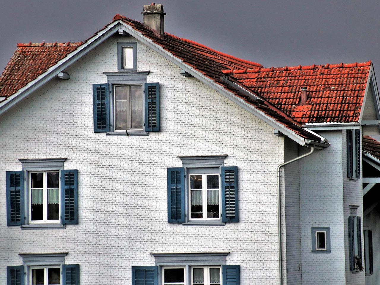 Koszty nieszczelności budynku – badanie szczelności powietrznej budynku. Testy szczelności budynku